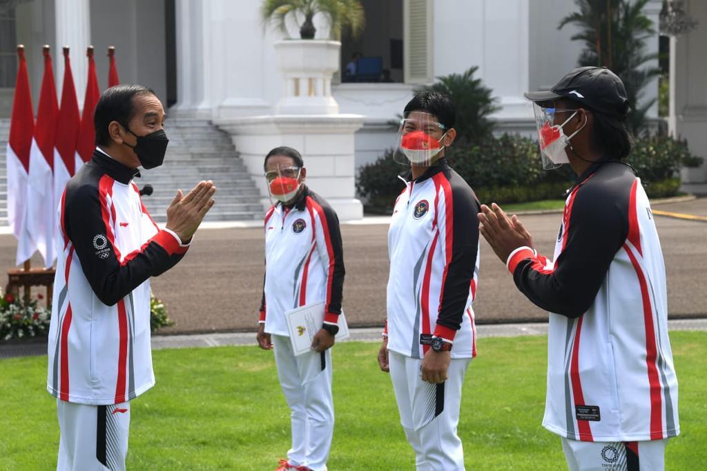 Presiden Joko Widodo saat melepas atlet Indonesia di Istana Merdeka