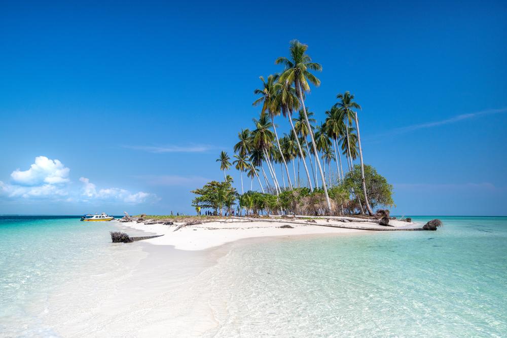 Pulau Manimbora   @Priantopuji Shutterstock