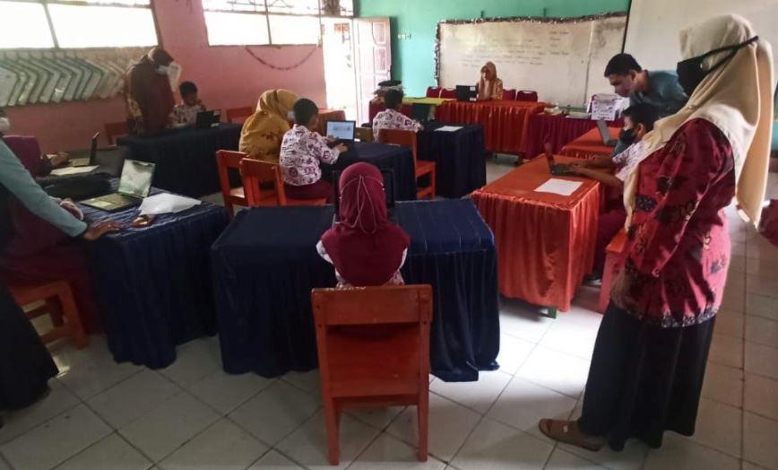 Pembelajaran berbasis teknologi di SD Negeri 161 Karya, Sulawesi Selatan (Dok. Google Indonesia)