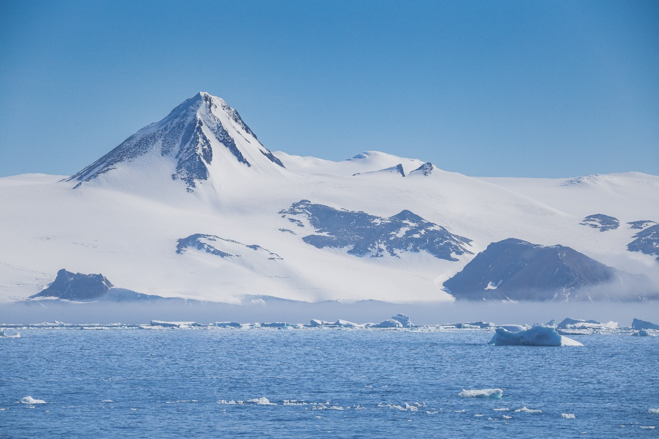 Puncak Vinson, Antartika   Lua Carlos Martin/Shutterstock