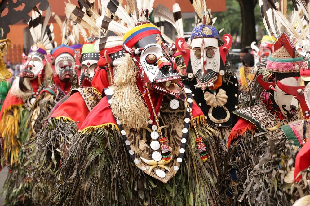 Kostum penari hudoq   @Dhodi Syailendra Shutterstock