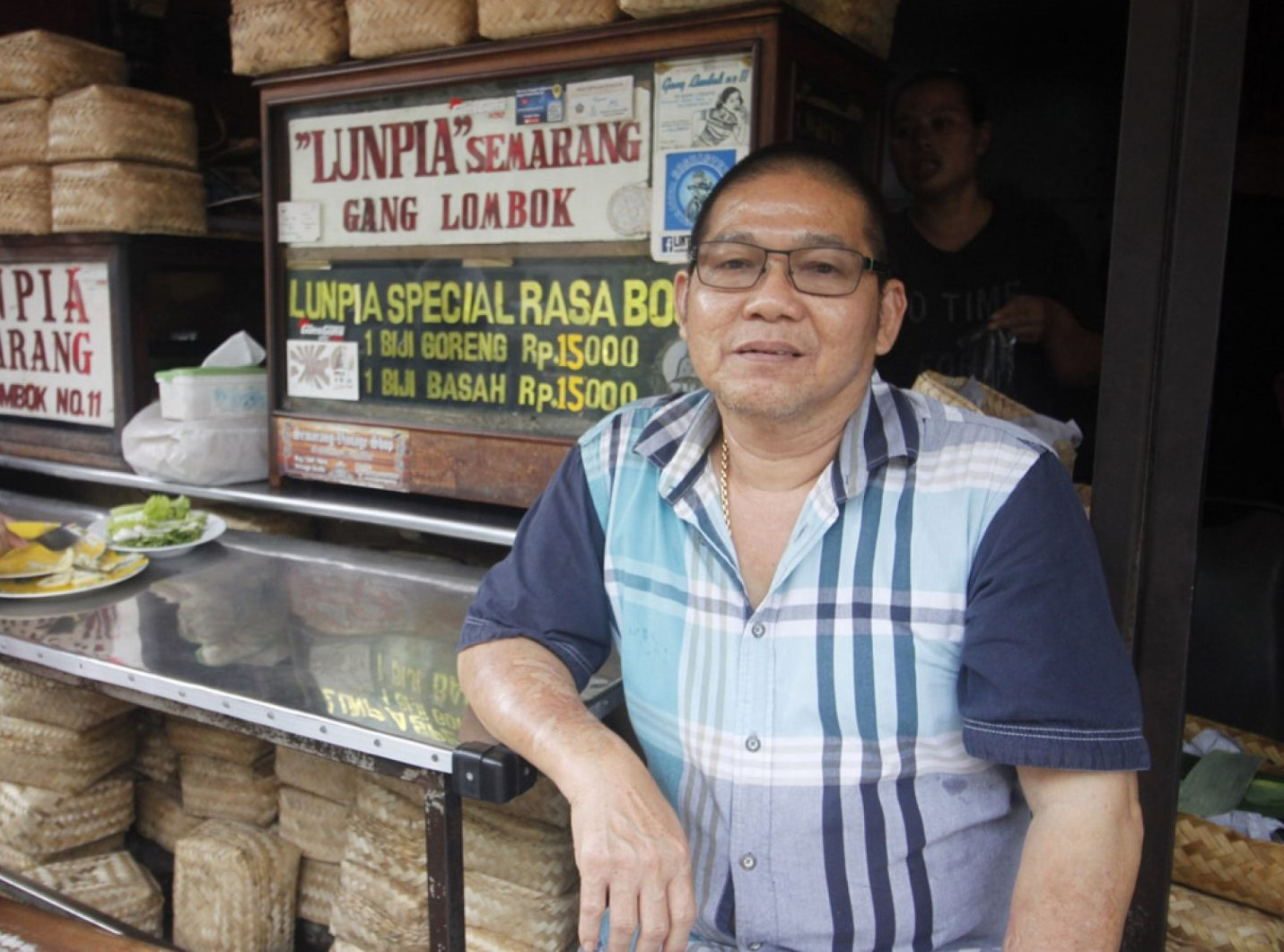 Potret Purnomo Usodo pemilik Lumpia Gang Lombok| Foto: Jawapos