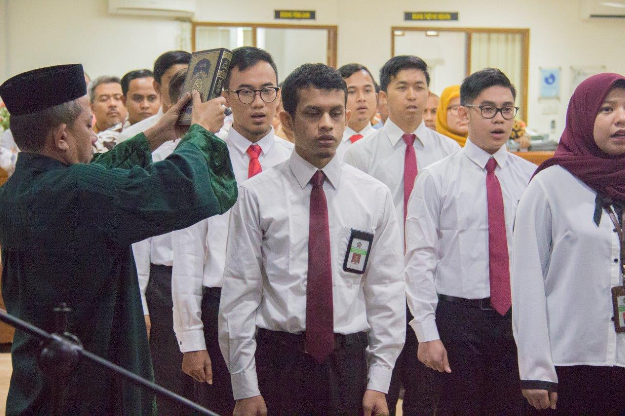 Ilustrasi pengangkatan sumpah ASN Aceh yang didominasi oleh kalangan muda