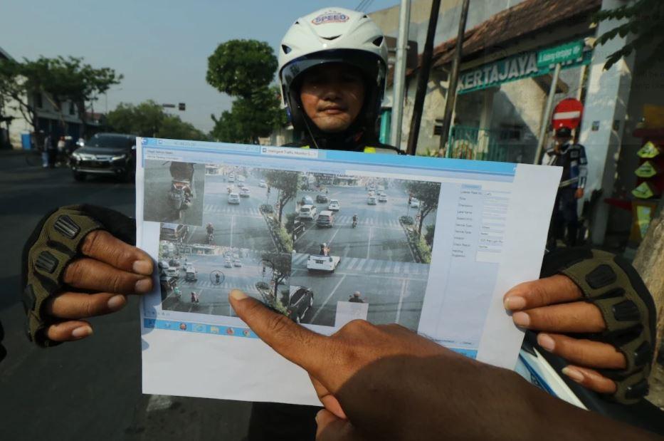 Bukti pelanggaran lalu lintas yang terekam E-LTE