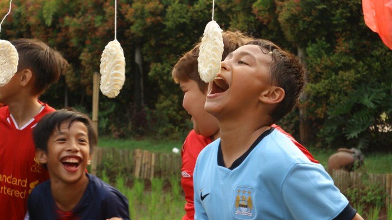 Lomba makan kerupuk. | Foto :KaryaKepri.com