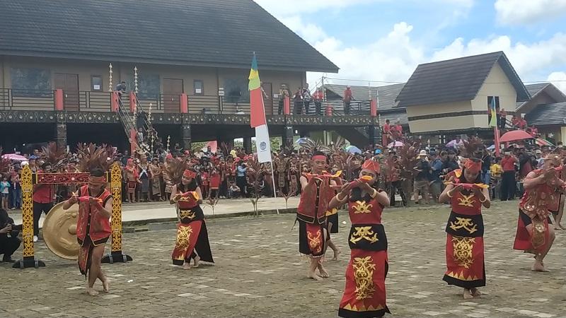 Ritual Naik Dango | Foto: Okezone