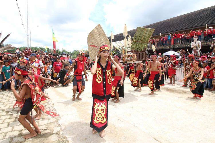 Ritual Naik Dango | Foto: Kompas
