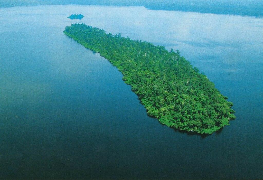 Danau Zamrud © Balai Besar Konservasi Sumber Daya Alam Riau Commons.wikimedia.org