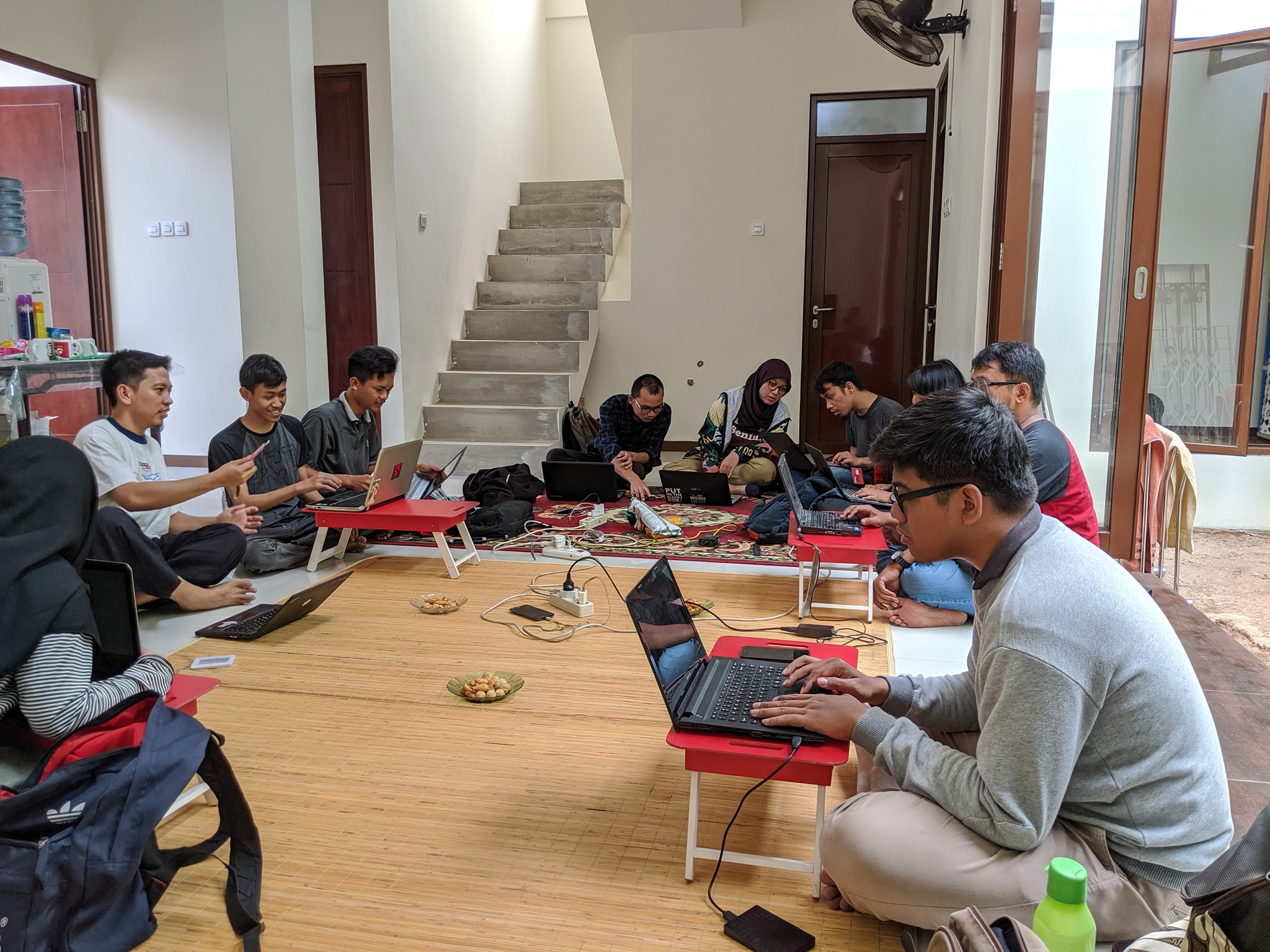 Arief dan Komunitas Open Source | Yayasan Komunitas Open Source/Shutterstock