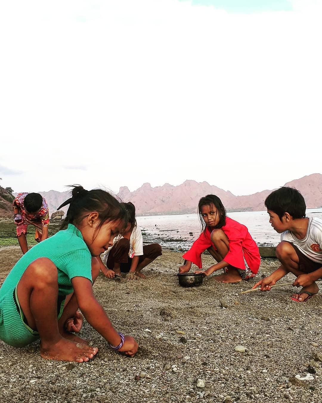 Anak suku ata modo (IG Pulau Komodo)