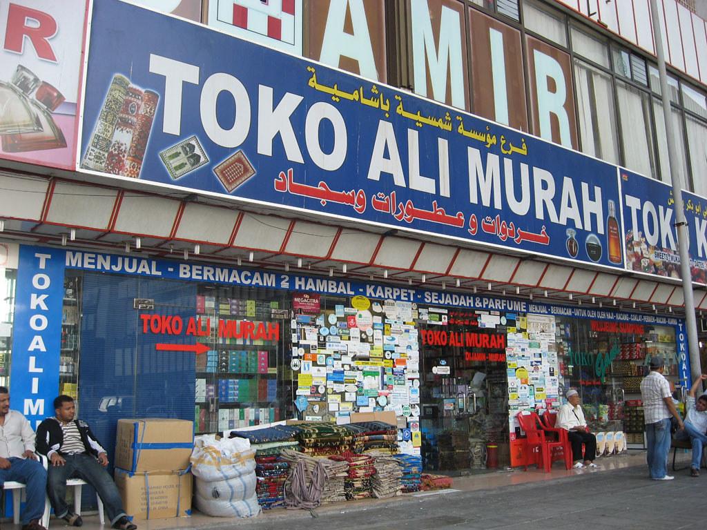 Toko Ali Murah, salah satu toko di Jeddah, Arab Saudi yang menerima rupiah sebagai alat pembayaran