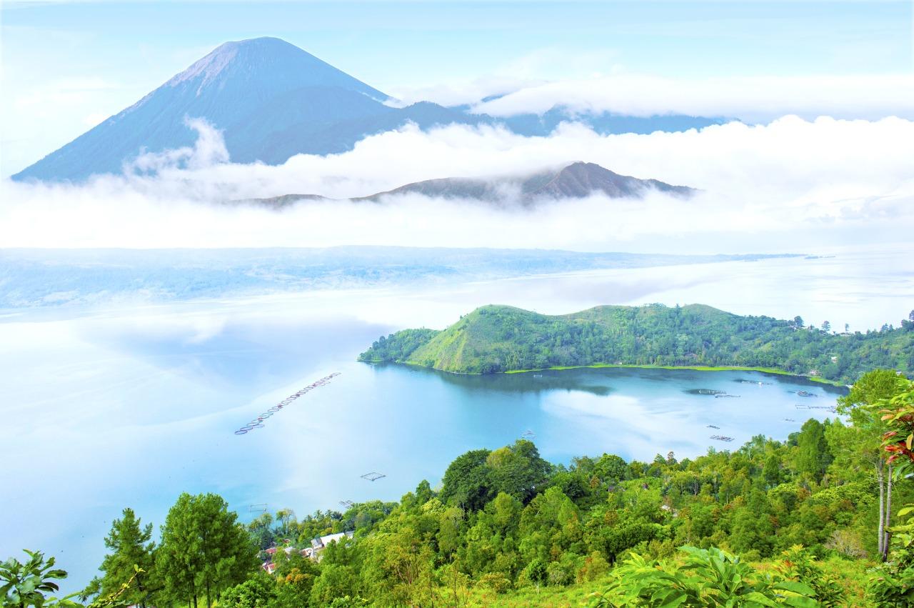 Pemandangan Danau Toba | Shutterstock/sydeen