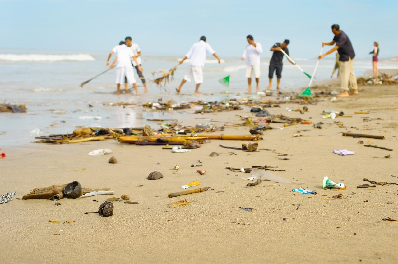 World Cleanup Day di Indonesia   Foto : Shutterstock/joyfull
