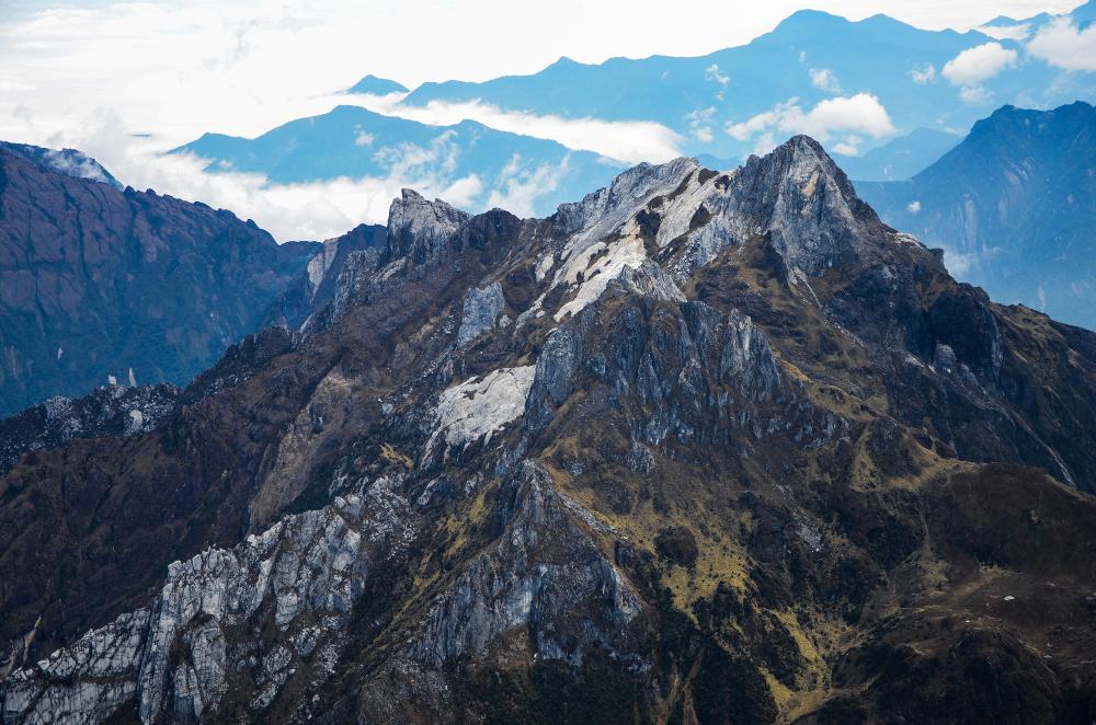 Gunung Carstensz   @Arfani Mujib Shutterstock