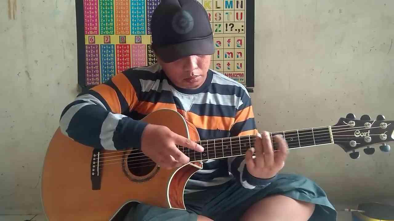 Alip Ba Ta bermain gitar ala fingerstyle