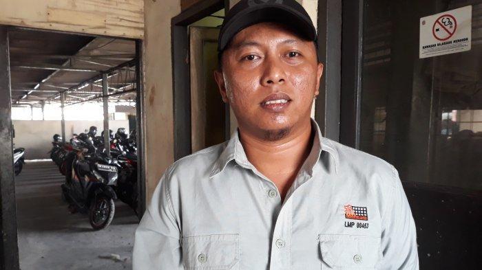 Alif berprofesi sebagai operator forklift