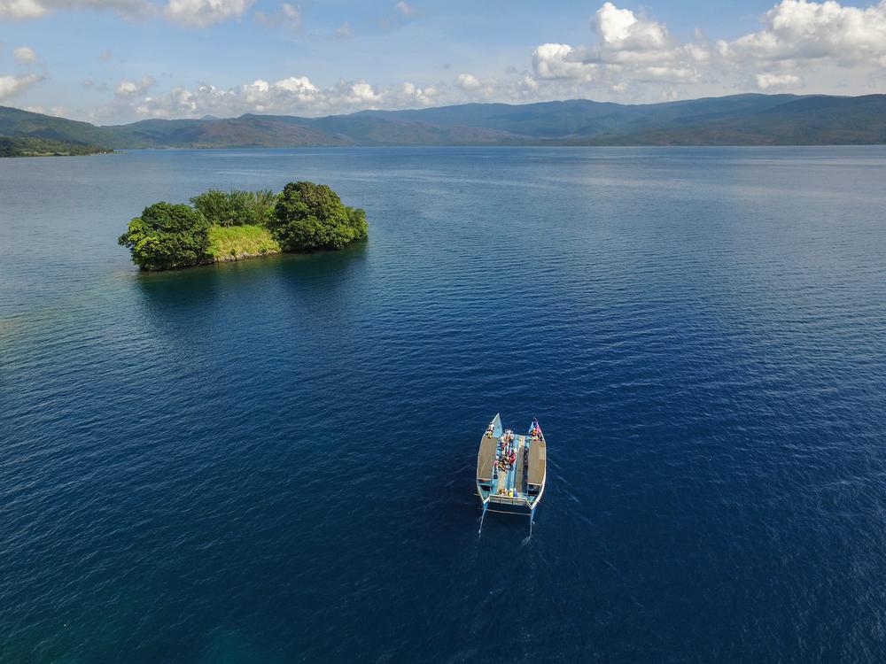Danau Matano   @Putu Artana Shutterstock