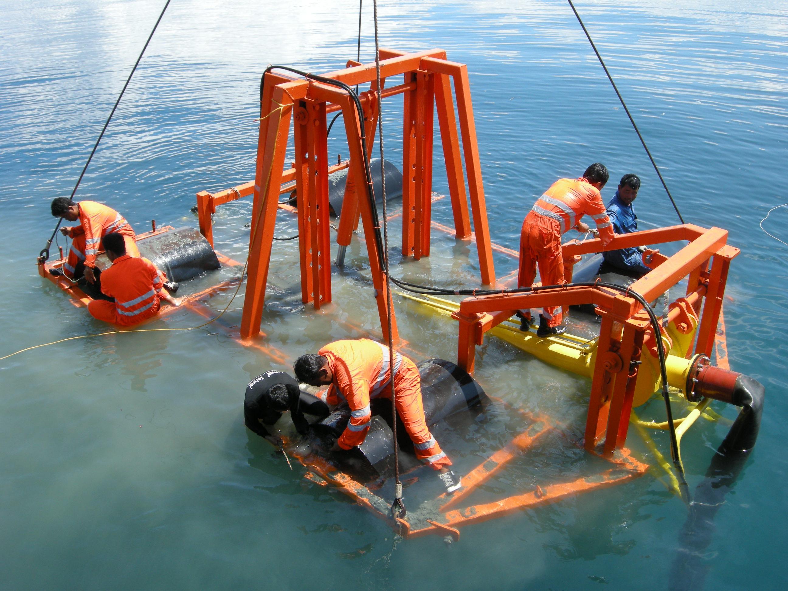 Ilustrasi proses pemasangan kabel bawah laut