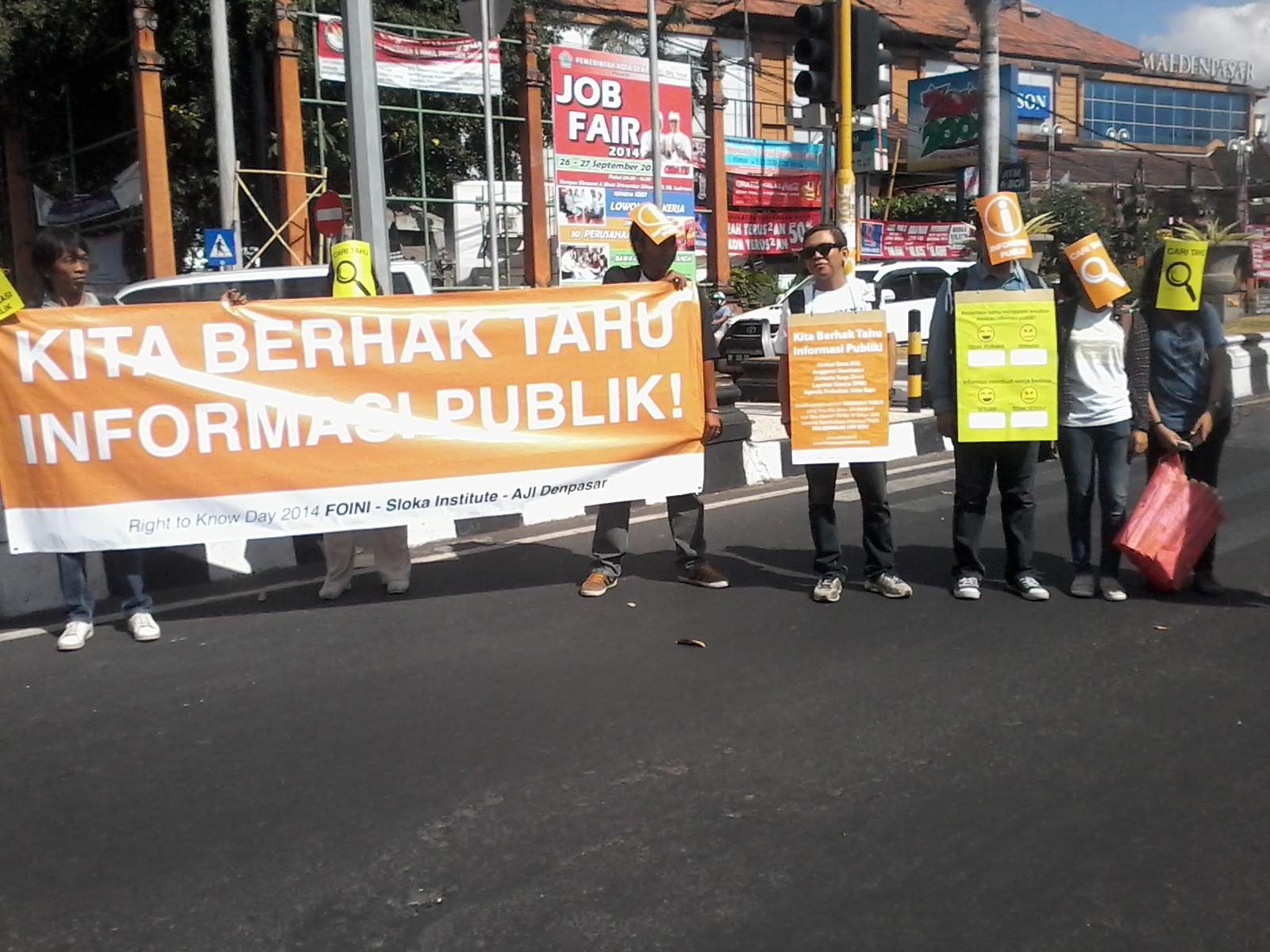 Aksi tuntut hak untuk tahu informasi publik yang berlangsung pada tahun 2014 di Bali