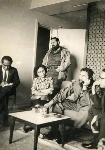 Francisca Fanggidaej, pemimpin Kuba Fidel Castro (menelpon) meminta suaka untuk menetap