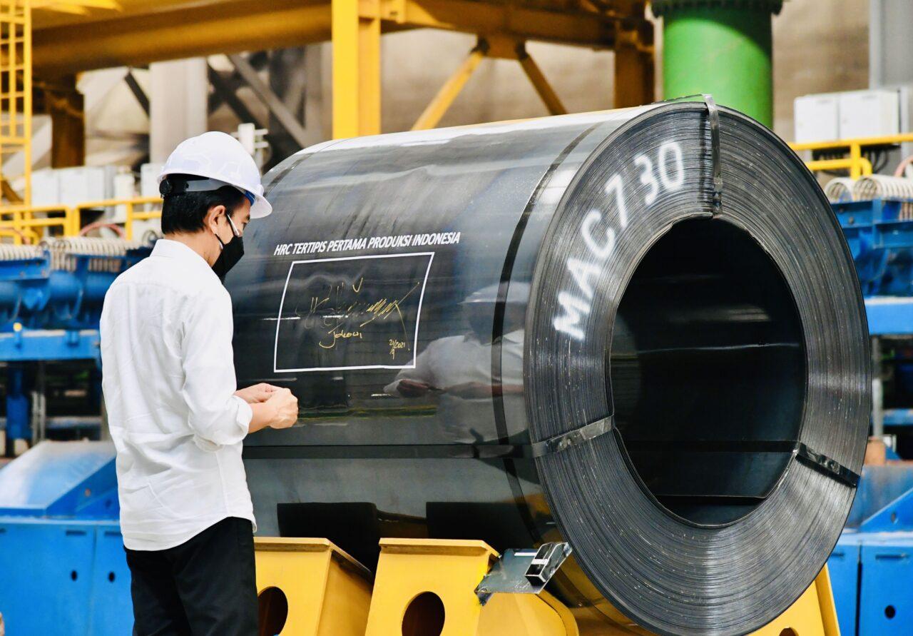 Presiden Joko Widodo saat meresmikan pabrik HSM 2