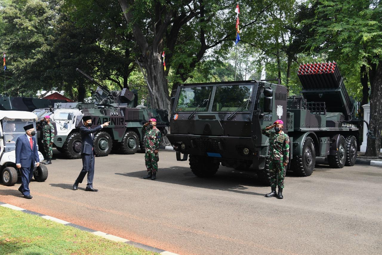 Presiden Joko Widodo beserta Ibu Negara Iriana Joko Widodo dan Wakil Presiden Ma'ruf Amin beserta Ibu Wury Ma'ruf Amin berkesempatan meninjau pameran alutsista tersebut.   BPMI
