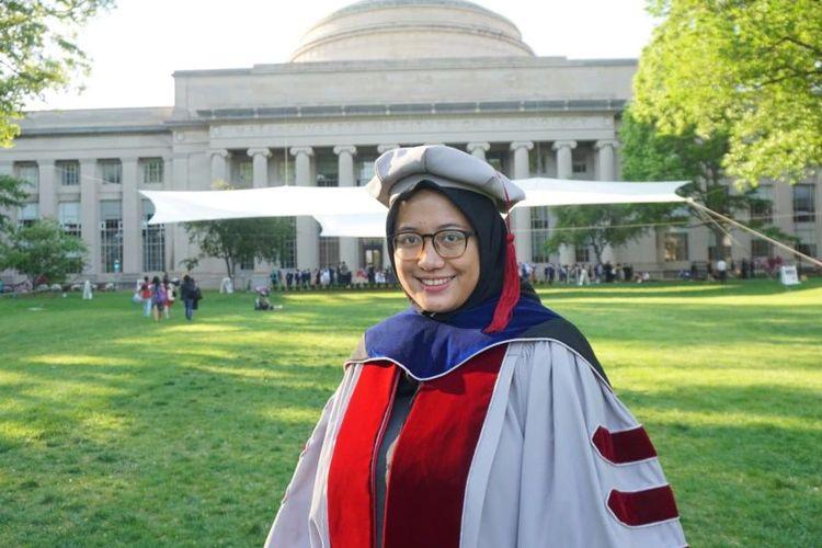 Noor Titan dalam Upacara Kelulusan | Foto: Kompas