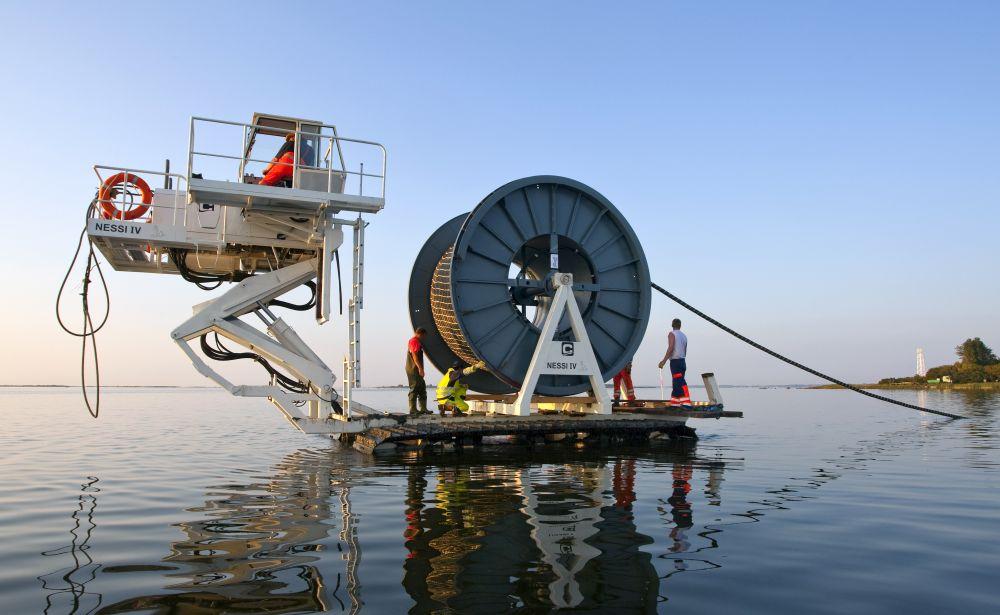 Tersambung Sudah. Kabel Laut Batam - Los Angeles 15 Ribu Km