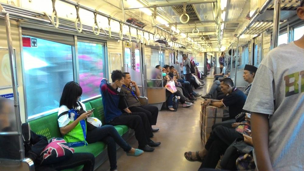 WiFi Gratis Kini Hadir di Stasiun dan Gerbong KRL