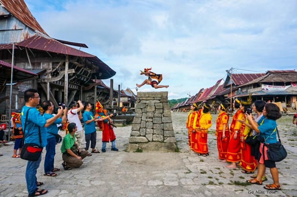 Lompat Batu Sebagai Simbol Budaya Masyarakat Nias
