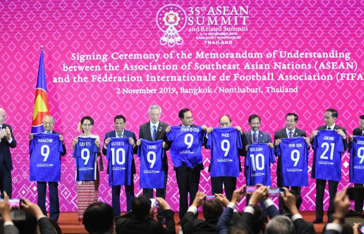 Presiden Jokowi Dapat Jersey Nomor 21 dari FIFA, Ini Alasannya