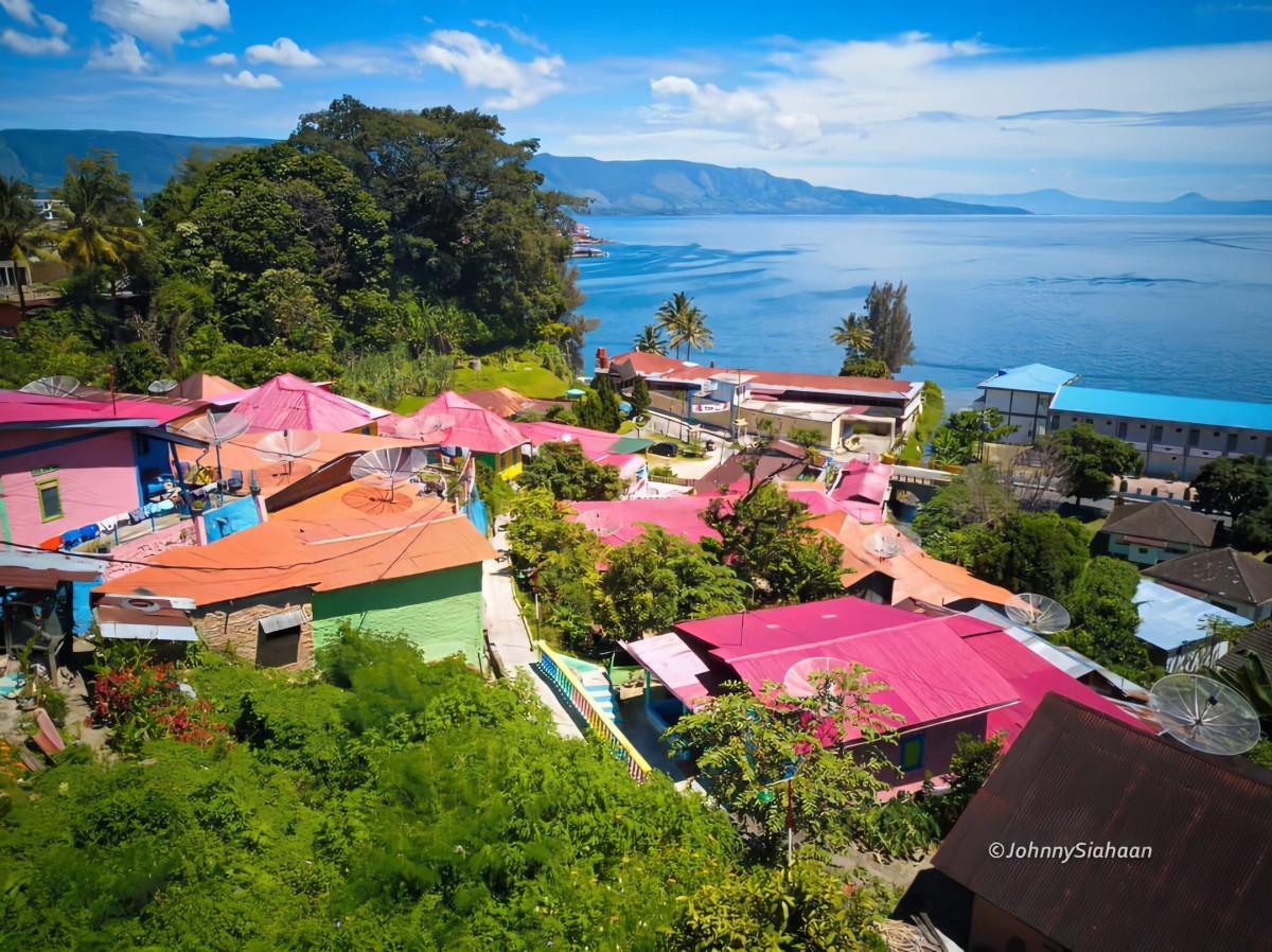 Kampung Warna-Warni di Tepi Danau Toba, Destinasi Baru Tigarihit