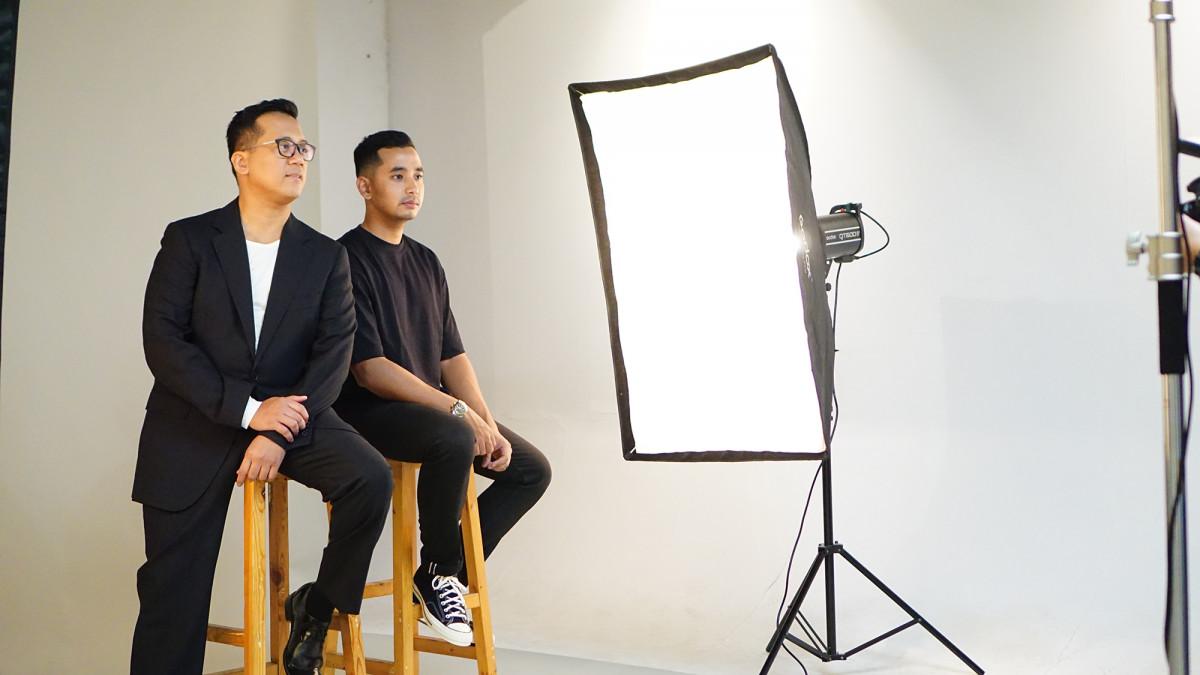 "Kevin Widaya dan Andi Rianto Rilis Video Klip Lagu ""Tak Berhenti (,)"" yang Digarap Sutradara Muda"