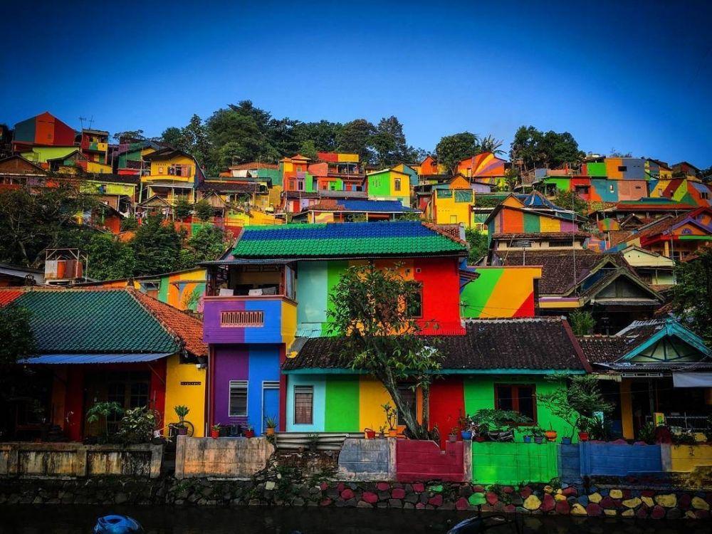 Jadi Tren Dunia, Ini dia Sembilan Kampung Pelangi di Indonesia