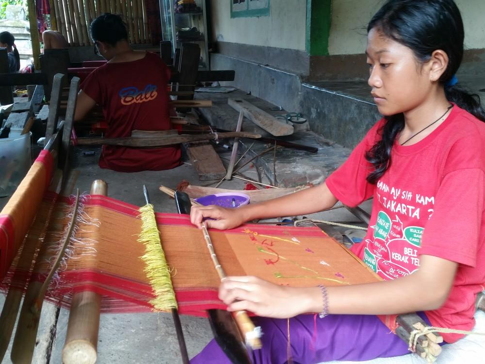 5 Fakta Unik Kain Tenun Bayan, Lombok Utara