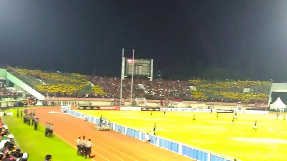 (Video) Koreografi Keren Suporter Sepakbola Indonesia Bentuk Gambar Bendera Palestina