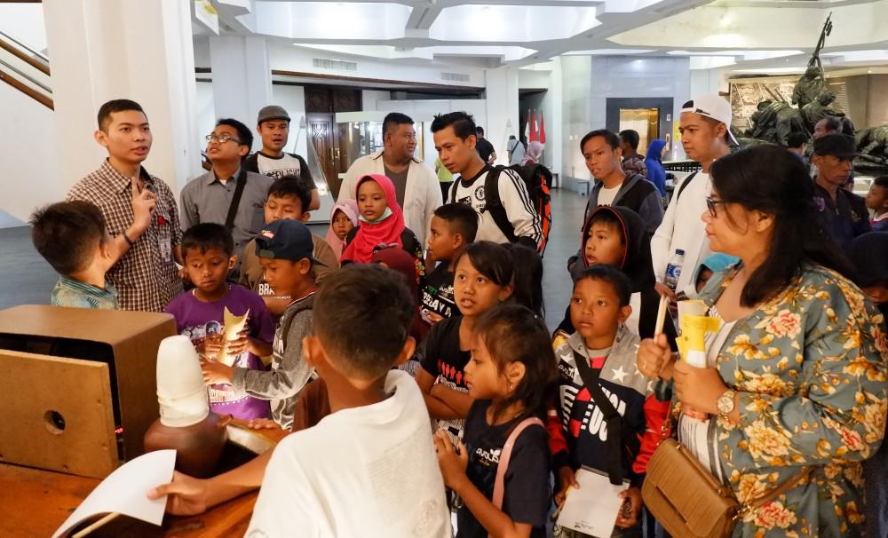 Bermain dan Belajar Bersama Anak-Anak Indonesia!