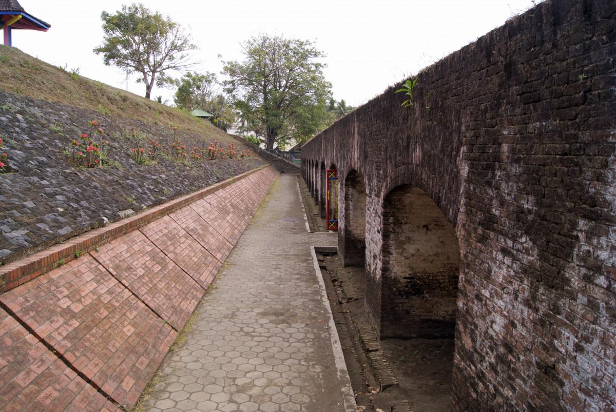 Inilah Benteng Peninggalan Belanda yang Sempat Terpendam di Bawah Tanah