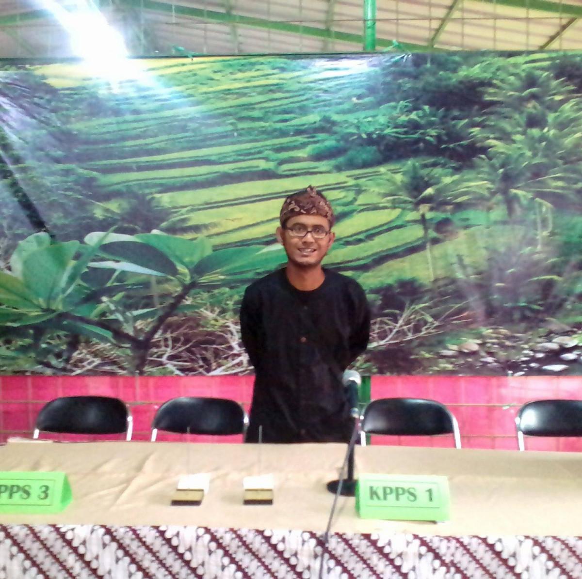 Bantu Warga Isoman, Ghufron Lana Penjual Bubur di Bandung Bagikan Bubur Gratis