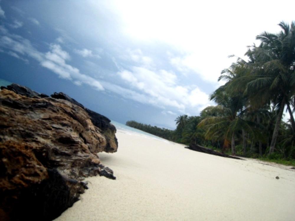 365Indonesia Day 14 - Enjoying the Quiet Beach in Palambak Island