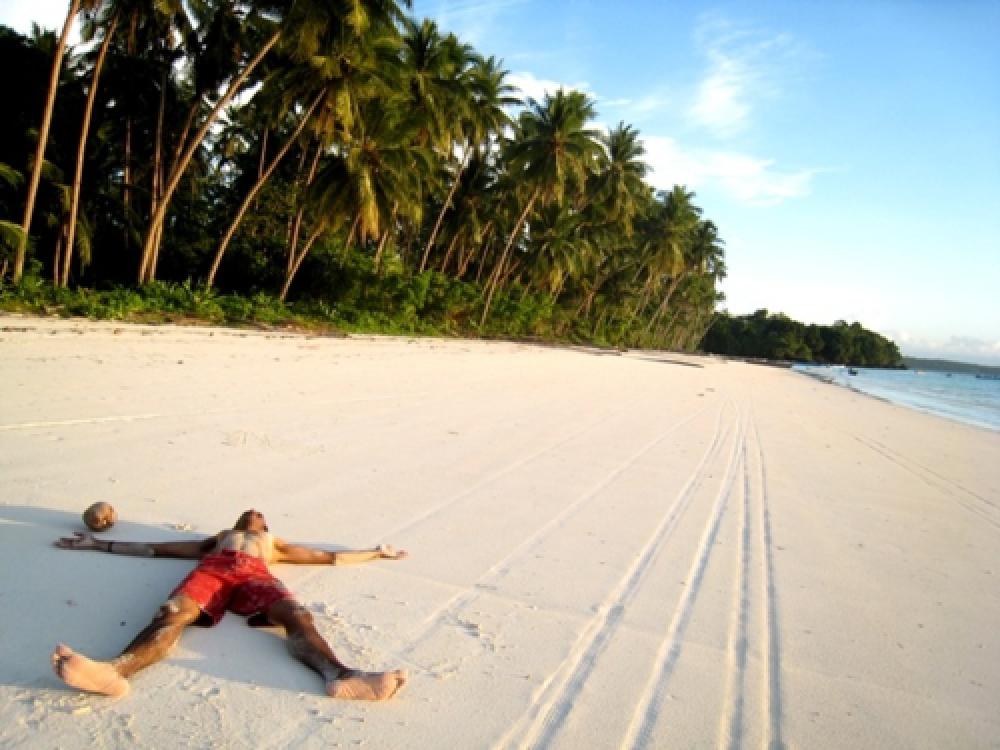 365Indonesia Hari 33 - Tidur di Atas Pasir Pantai Ngurbloat