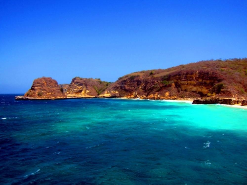365Indonesia Hari 6: Kecantikan Tersembunyi di Teluk Bloam, Lombok