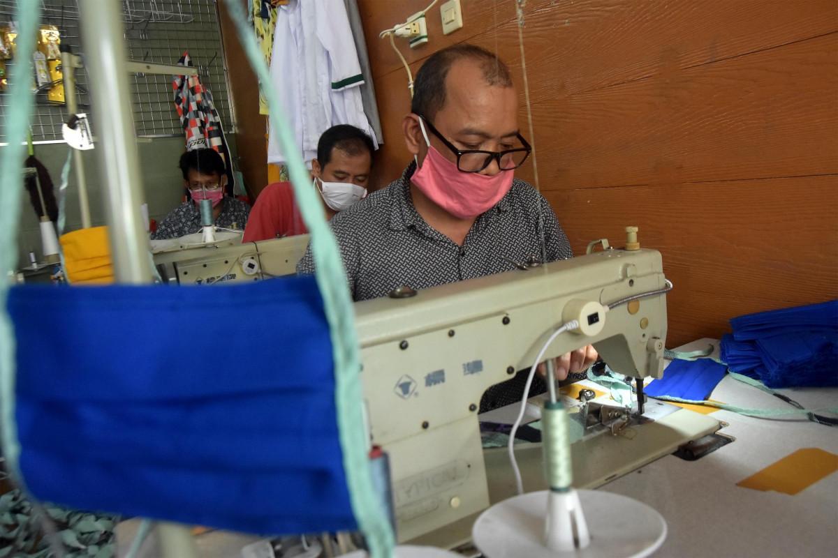 UMKM Binaan Kemenkop UKM Mampu Produksi APD Sesuai Standar Kesehatan