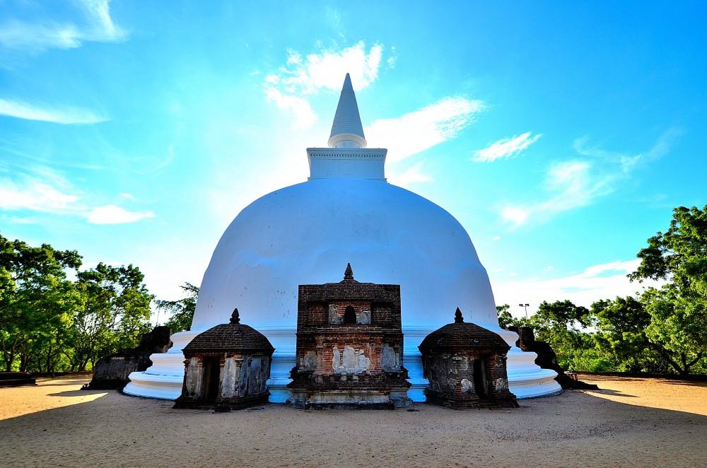 Bebas Visa ke Negara Tujuan Wisata Nomor 1 di Dunia Bagi Pemegang Paspor Indonesia