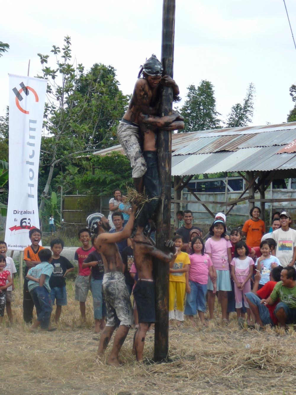 5 lomba unik di Indonesia yang hanya ada saat perayaan 17 Agustus