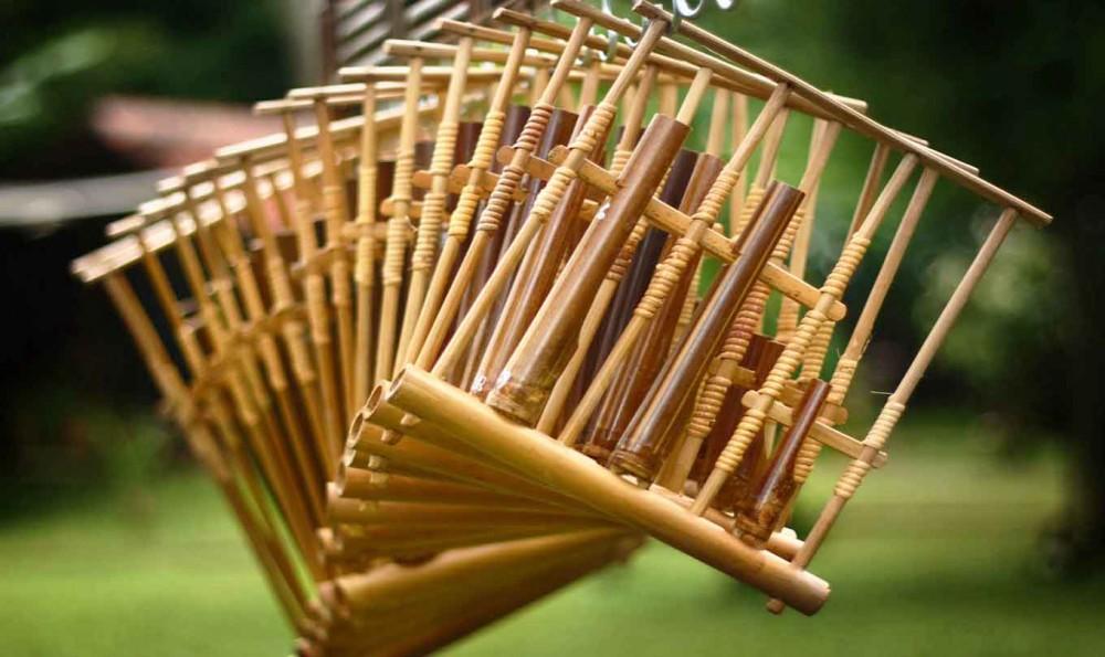 5 Alat Musik Indonesia yang Dibuat dari Bambu