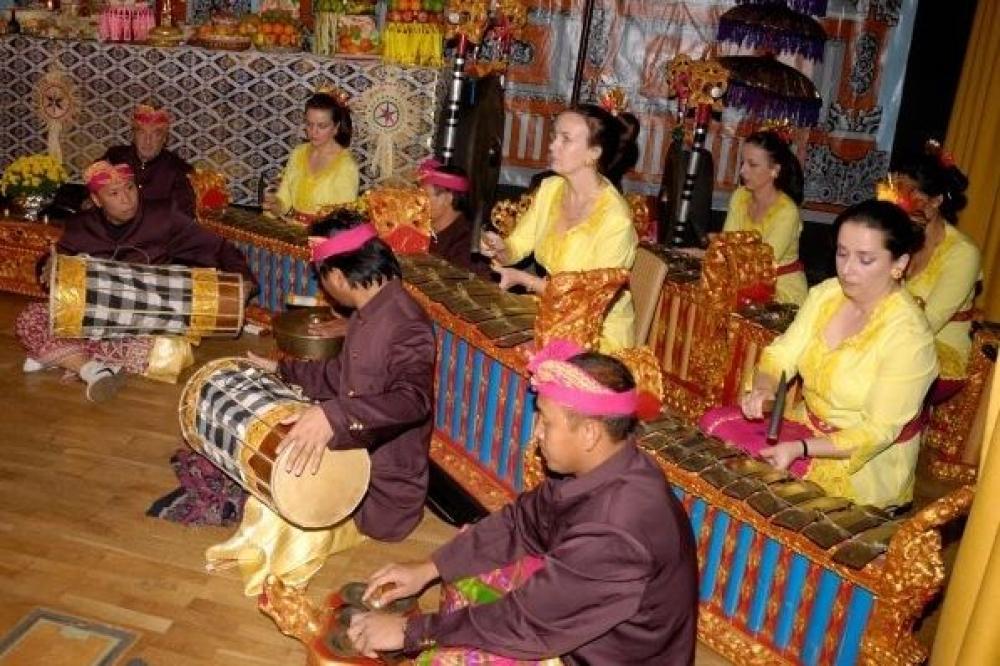 Memperkenalkan budaya Bali di Eropa lewat Seni Tari