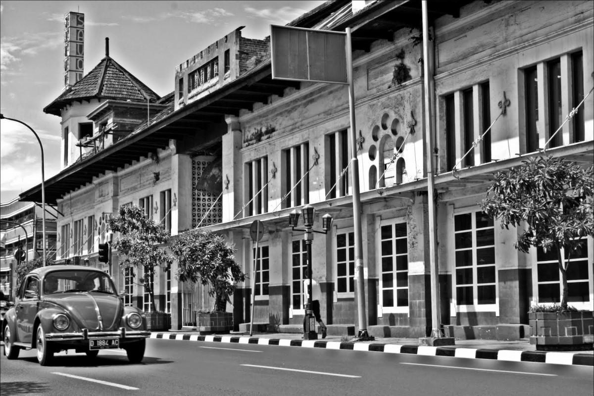 Atjoem Kasoem, Tokoh Perintis Pabrik dan Optik Kacamata Pertama di Indonesia