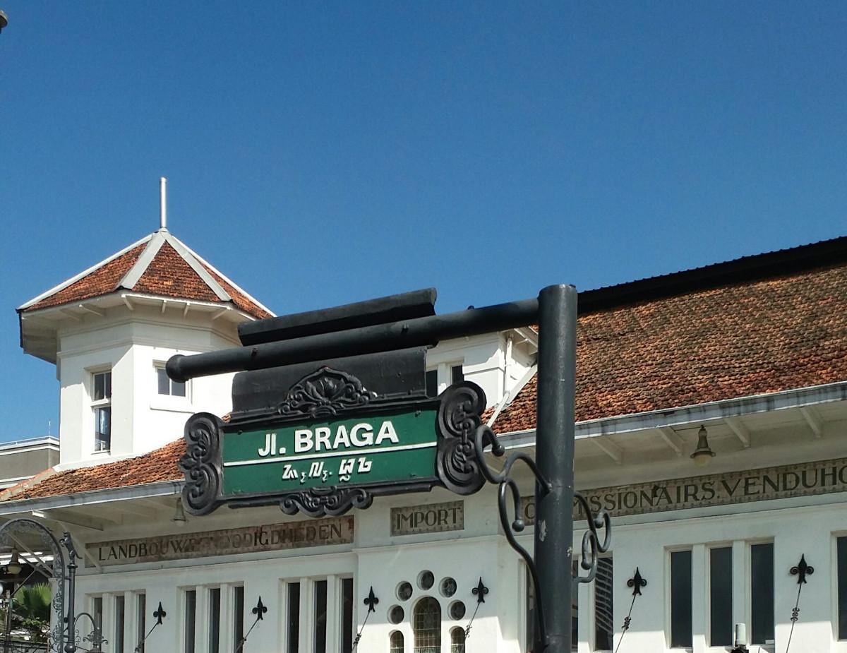 Braga Bandung, Pusat Perbelanjaan Sejak Masa Kolonial Belanda
