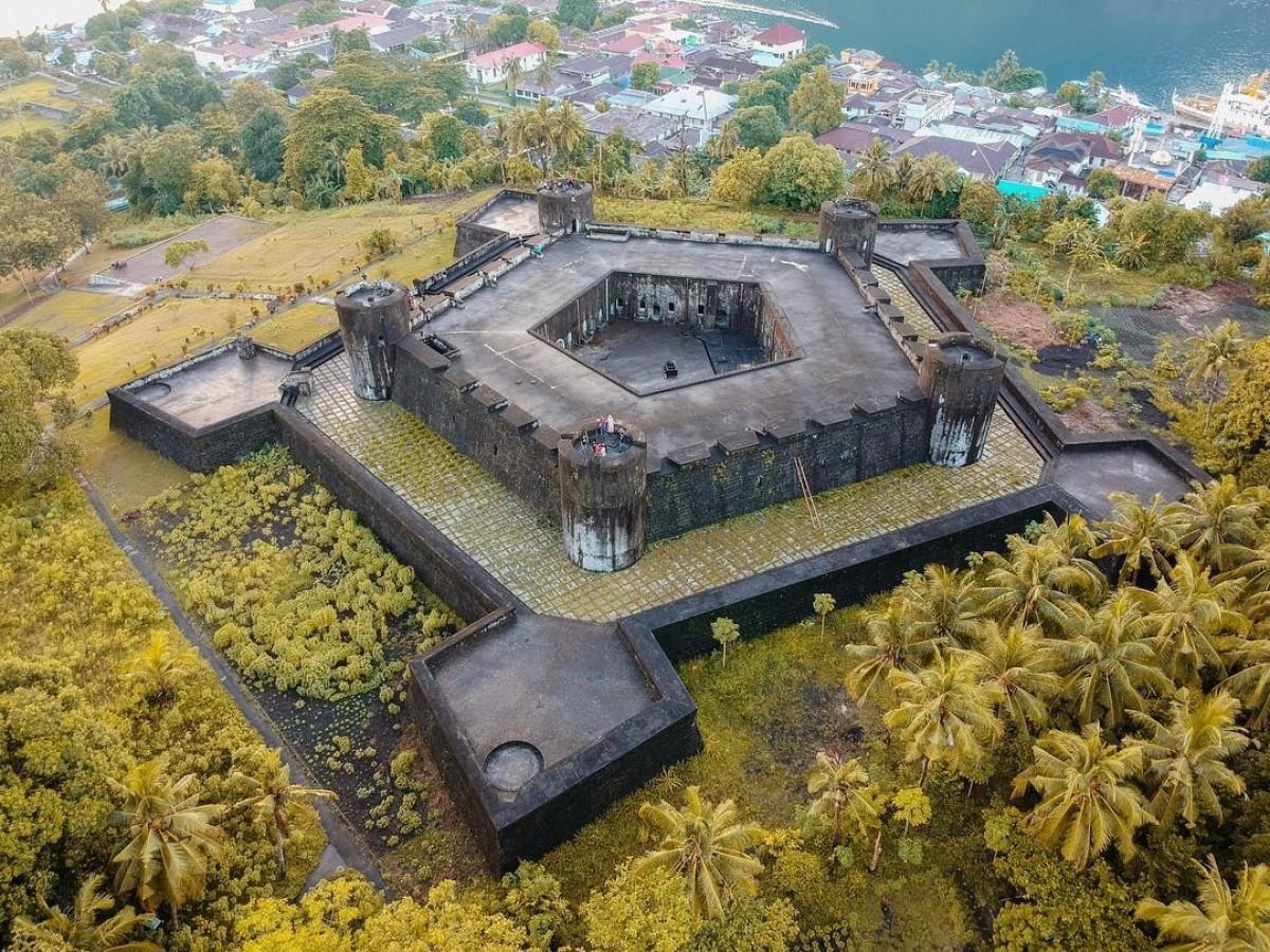 Melihat Benteng Peninggalan Kolonial Belanda yang Tak Lekang oleh Zaman